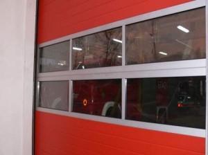 okno w bramie